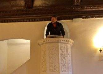 Delivering the briefing from the pulpit in Cuenca